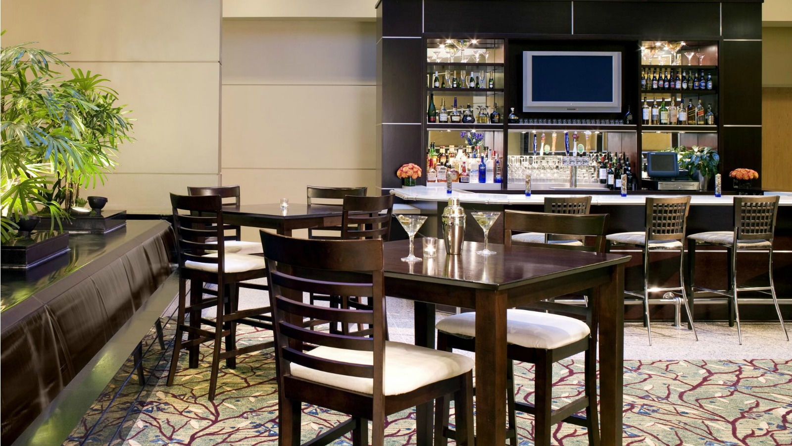 Cerritos Restaurant - Lobby Lounge